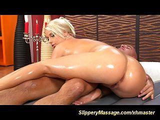 ihre erste rutschig Massage Sex
