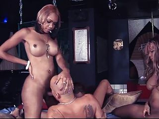 3 schwarze Göttinnen gangbang ein glücklicher Kerl