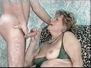 Cumming auf Gesicht meiner alten Tante