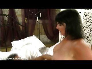 fiesen brit Milf andi xxx nimmt einen großen Schwanz tief in ihren Arsch
