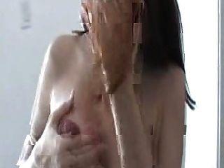 schwangere Hündin Melken ihre Titten