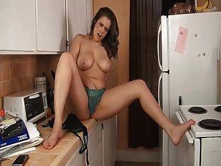 Schwestern riesigen Titten in der Küche joi ... it4reborn