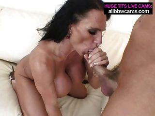 lissa fickt mit ihren Lippen und riesigen Titten pt 2