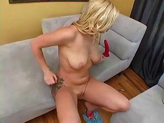 adrianna Spielzeug ihre Pussy und Esel