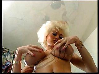 Dolly Buster 1 (lesbische Fantasie)