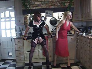 madame c und Engelwurz in der Küche