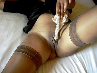 sexy Beine in Strümpfen und Fersen