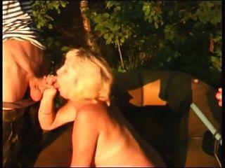 junge Männer beim Angeln ficken alte Frau