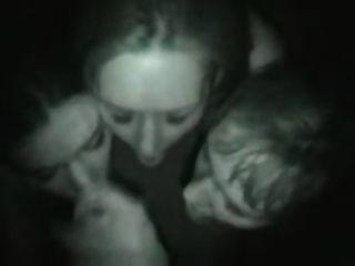 drei Mädchen Blowjob im Nachtclub