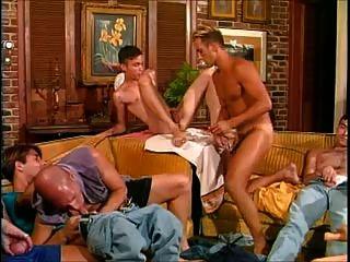 heiß und hängte: neun Männer in einem Raum bedeutet, heißen Sex