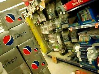 Rohr en publique se faire sucer dans un supermarcher