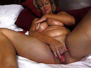 super große tited Mutter masturbiert