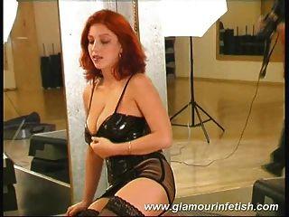 glamourös Babe mit riesigen Titten