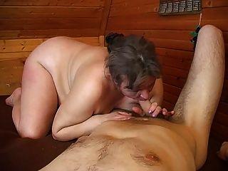 alt plump Mutter mit schlaffe Brüste & guy
