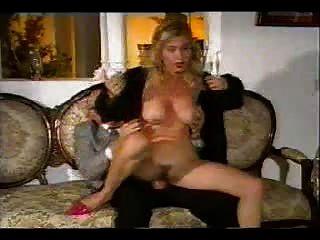 älterer Mann fucking hot Babe auf der Couch ... verschleiß Tweed