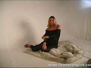 flexible busty Babe Verbreitung