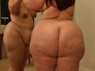 bbw vor Spiegel