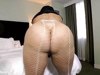 sexy Milf bbw samantha 38 kleidet sich als Nonne mit Pussy spielt