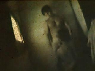 treffen Sie mich in den Rücken in der Dunkelheit in der Kabine.