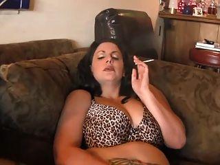 heiße kurvige reifen bbw Rauchen und diddling