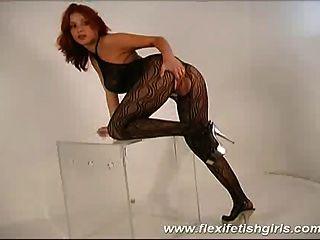 flexi Fetisch Mädchen mit großen Titten spreizte ihre Beine