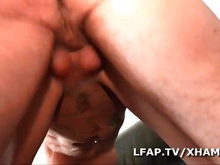 salope Puma sodomisee par un jeune