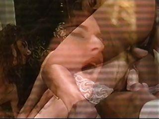 schöne Frau in zwei Löcher gefickt.