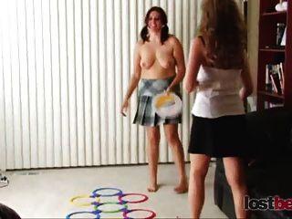 2 Amateuren für lustige Sexspiele bezahlt