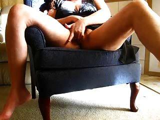 geile Frau masturbiert auf cam