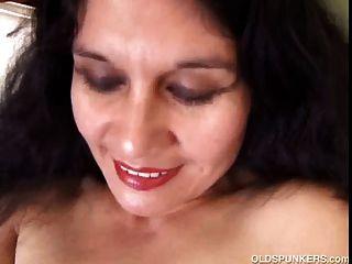 würzig reife latina Amateur liebt ihren sexy Körper zu zeigen