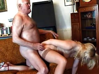 Opa fickt junge blonde