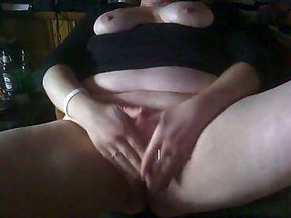 bbw reiben ihre Klitoris zu einem schreienden Orgasmus