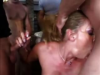 gangbang für blonde Stripper
