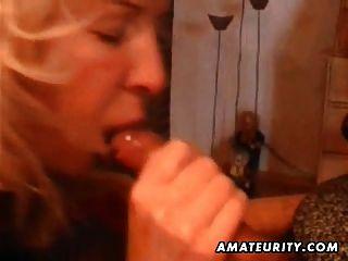 reifen Amateur Frau nach Hause voller Blasen mit Cumshot in den Mund
