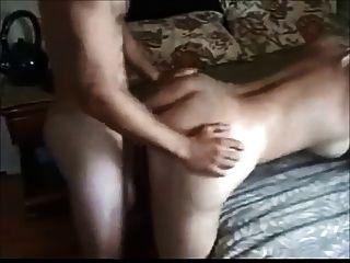 große Brüste Frau von jüngeren Jungen gefickt