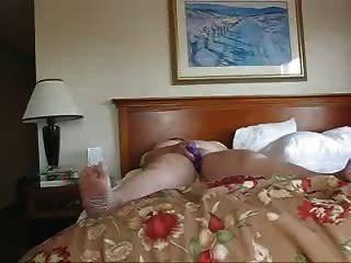 Business-Frau, die allein in einem Hotel