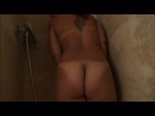 atemberaubend große Beute brasilianische Streifen, Duschen und wird gefickt