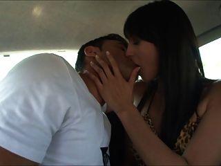 stuning Fick auf dem Auto baise en voiture