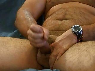 Big Bear spielt mit seinem Koch 2