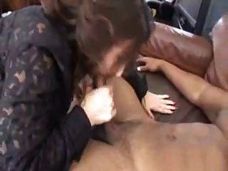 sexy Dame von einem Hausmeister verführt reifen
