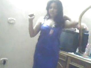 arab Lady tanzen und Spaß haben