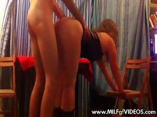 Amateur Milf in Stripper kleiden Doggy Style gefickt