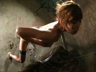 heiße asiatische Mädchen Reiten großen Dildo