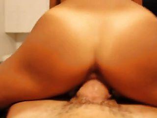 Amateur Latin Mädchen von riesigen Schwanz gefickt