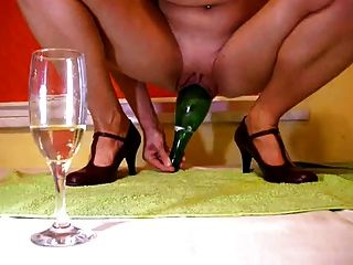 Champagner-Flasche in Muschi