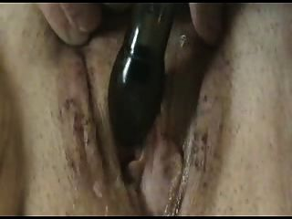 geile Frau ihre nasse cremige Muschi masturbiert