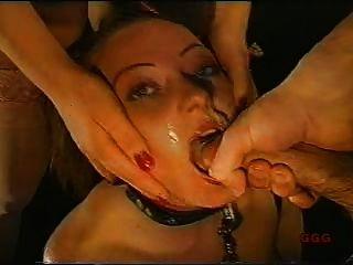 Mädchen wie Hahn saugen Slave