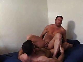 zwei Männer, die Spaß 2