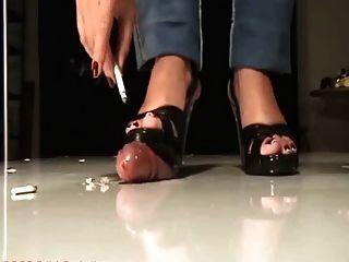 Hahn crush in der Bühne mit abspritzen