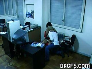 latin Büro Fick von hidden cam gefangen